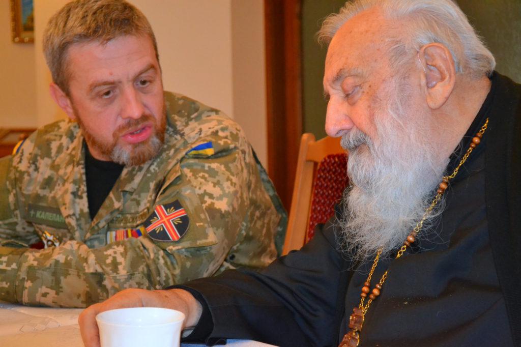 Командир Християнської служби порятунку Ігор Шулік (Шторм) представляє Блаженнішому ХСП