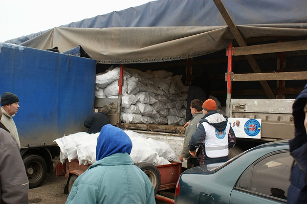 Місцеві мешканці прифронтових сіл: «Паливні брикети, які ми отримали в рамках Акції «Папа для України», – це велика допомога для нас